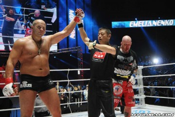 Fedor Emelianenko celebrates victory (M-1 Global)
