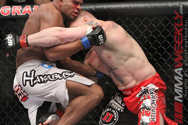 Alistair-Overeem-Brock-Lesnar-9534-UFC-141
