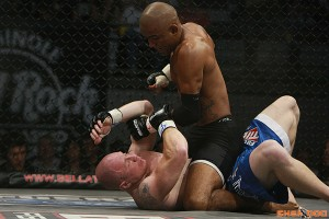 Sergio Moraes works from the mount (Sherdog)