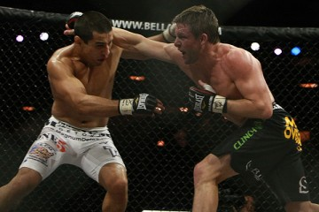 Joe Warren (R) delivers a right hand (Dave Mandel/Sherdog)