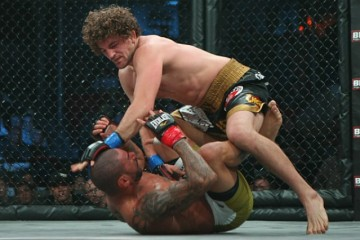 Ben Askren (top) hopes to retain his welterweight strap (Sherdog)