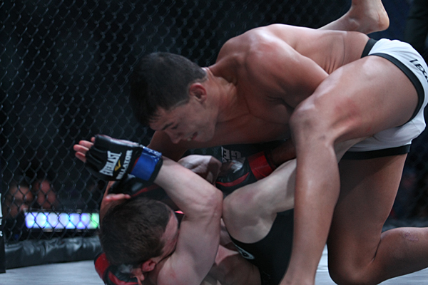 Eduardo Dantas (top) rains punches on Zach Makovsky (Keith Mills/Sherdog)