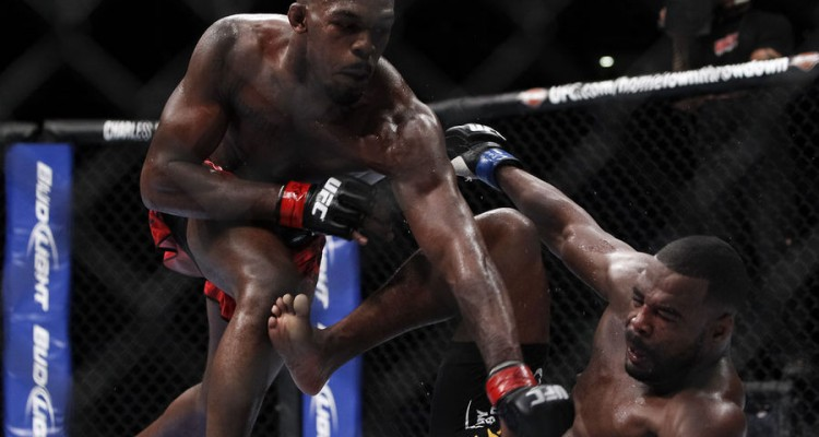 Jon Jones (L) battles Rashad Evans at UFC 145 in Atlanta (Esther Lin/MMA Fighting)