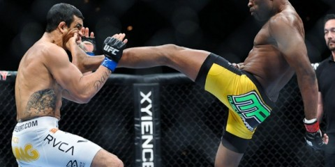 Silva (R) knocks out Vitor Belfort (James Law/Heavy MMA)
