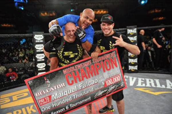 Maiquel Falcao (blue shirt) captured the middleweight tournament (Bellator Fighting Championships)