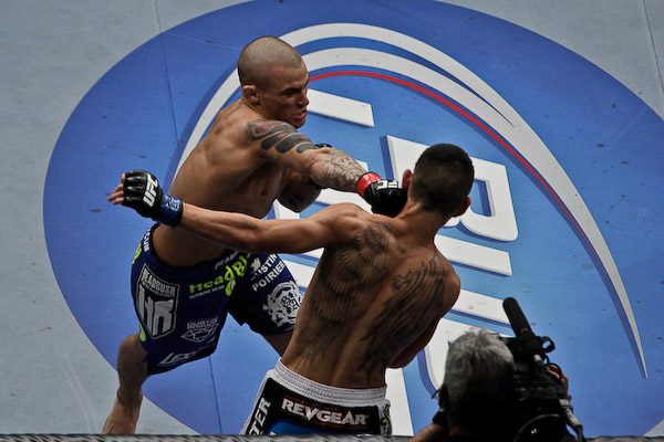 Dustin Poirier (L) delivers a right hand (Sherdog)