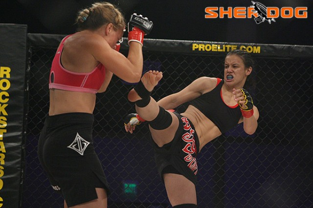 Baszler (R) looks for a kick (Dave Mandel/Sherdog)