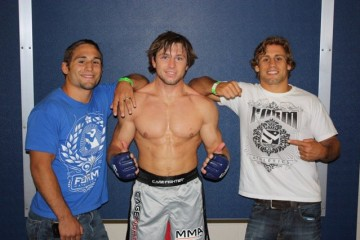 Lance Palmer (center) poses with teammates Chad Mendes (L) and Urijah Faber (R) (Facebook/LTPaLmNuTZ)
