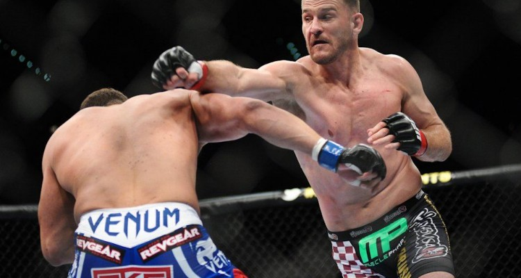 Miocic (R) looks for a right hand (James Law/Heavy MMA)