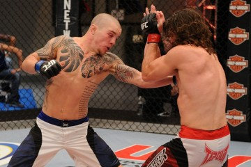 Andy Ogle (L) battles Mike Rio (Al Powers/Zuffa, LLC)