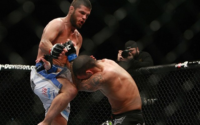 Wiman (L) delivers a flying knee (Dave Mandel/Sherdog)