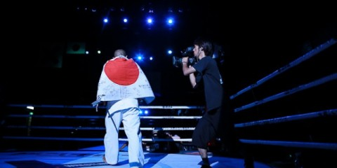 Photo: Yuji Sakuragi wears the Japanese flag around his shoulders at a Pancrase event (Taro Irei/Sherdog)