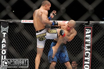 Jon Tuck (L) throws a flying knee against Tiequan Zhang (Tracy Lee/Combat Lifestyle)
