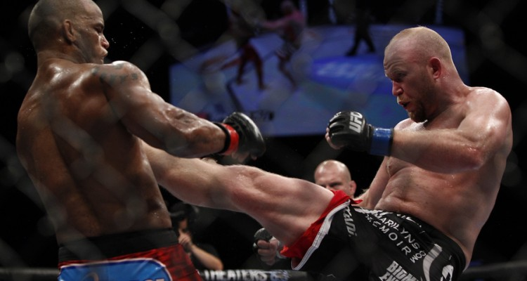 Boetsch (R) connects with a kick (Esther Lin/MMA Fighting)