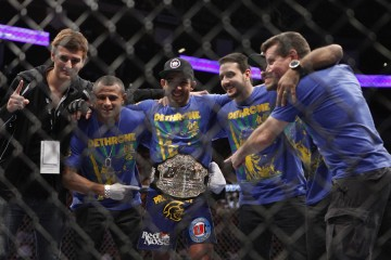 Jose Aldo (center) poses with his team (Esther Lin/MMA Fighting)