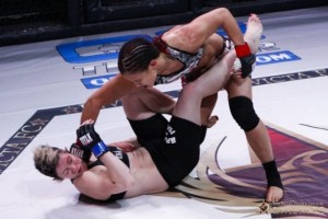 Baszler (R) delivers a right hand (Esther Lin/Invicta FC)