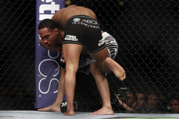 John Dodson (rear) makes himself a grounded opponent (Esther Lin/MMA Fighting)