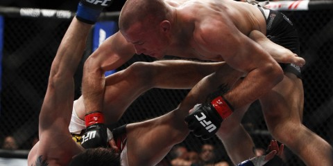 St-Pierre works from the top position (Esther Lin/MMA Fighting)