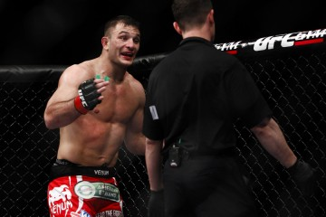 Gian Villante pleads to continue after suffering an eye poke (Esther Lin/MMA Fighting)