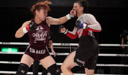 Rin Nakai (L) battles Danielle West (Taro Irei/Sherdog)