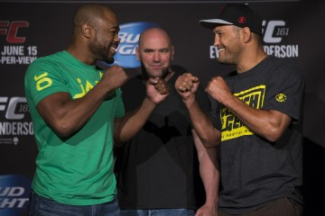 Rashad Evans (L) squares off with Dan Henderson (Esther Lin/MMA Fighting)