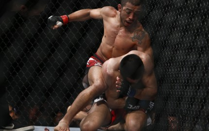 Jose Aldo (top) (Esther Lin/MMA Fighting)
