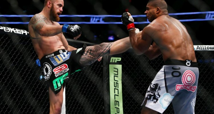 Travis Browne (L) delivers a kick (Esther Lin/MMA Fighting)