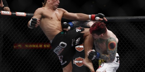 Faber (L) delivers a knee (Esther Lin/MMA Fighting)
