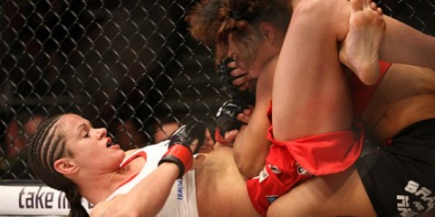 Stephanie Eggink (bottom) works for a triangle (Keith Mills/Sherdog)