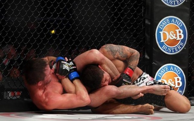 Joe Warren (L) submits Nick Kirk (Dave Mandel/Sherdog)