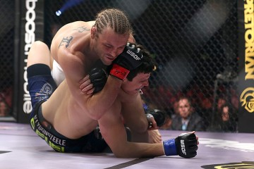 Carl (top) chokes out his opponent (Dave Mandel/Sherdog)