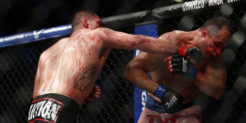 Cain Velasquez (L) battles Junior dos Santos (Esther Lin/MMA Fighting)