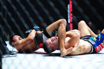 Gianni Subba (L) attacks with an armbar (ONE FC)