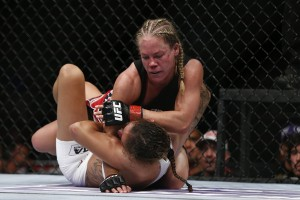 Kedzie (top) (Esther Lin/MMA Fighting)