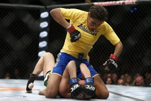 Julianna Pena (top) (Esther Lin/MMA Fighting)