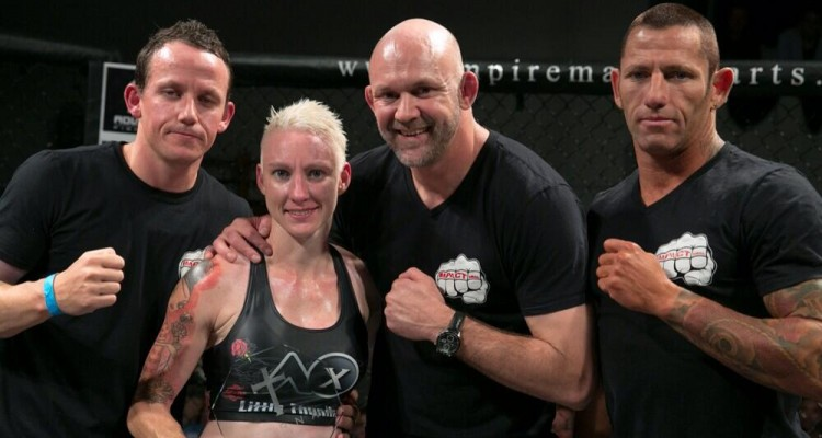 Shauna Carew (second from left) (Twitter.com/aussiefightgirl)
