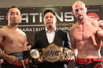 Nobutatsu Suzuki (L) and Brock Larson (R) (James Goyder/Sherdog)