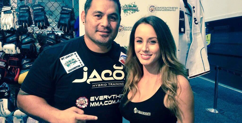 Allira Cohrs (R) and UFC heavyweight Mark Hunt (Twitter.com/alliracohrs)