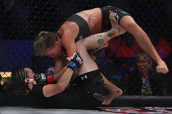Jocelyn Jones-Lybarger (L) (Dave Mandel/Sherdog)