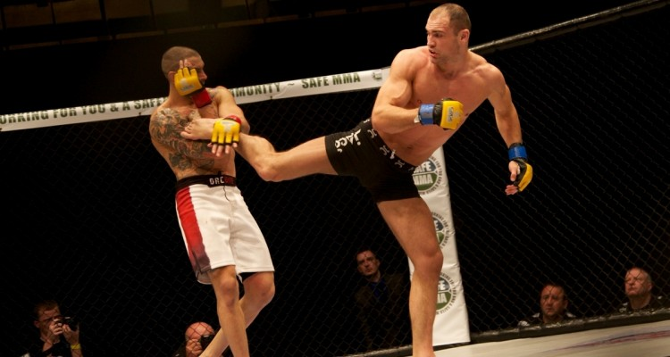 Cathal Pendred (R) (Dolly Clew/Cage Warriors)