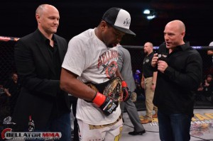 Emanuel Newton is your new Bellator light heavyweight champion (Bellator)