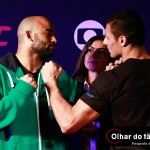Warlley Alves (L) faces off with Marcio Alexandre Jr.