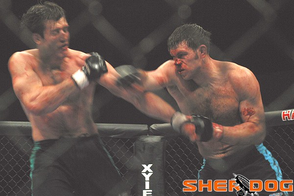 Forrest Griffin (R) battles Stephan Bonnar (Jeff Sherwood/Sherdog)