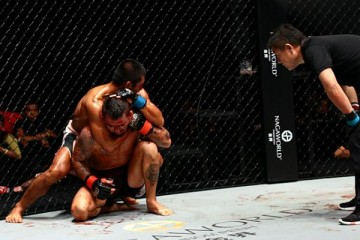 Eric Kelly (rear) submits Lisita (ONE FC)