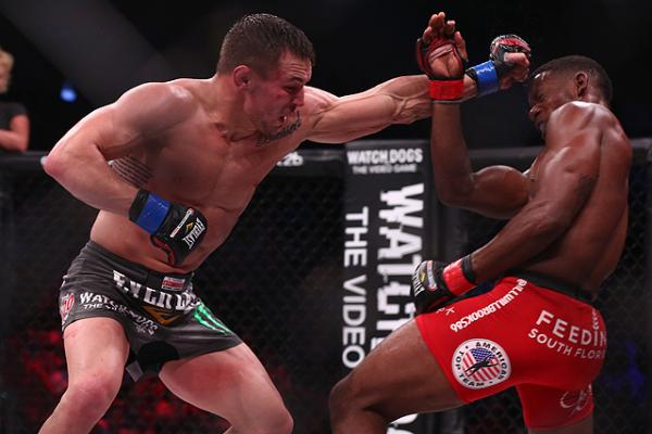 Michael Chandler (l) vs. Will Brooks (Dave Mandel/Sherdog)