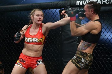 Andrea Lee (red trunks) vs. Shannon Sinn (Dave Mandel/Sherdog)