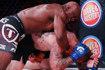Lashley reigns blows down on Charles (Esther Lin/MMA Fighting)