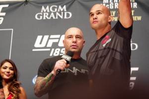 Joe Rogan Interviews Robbie Lawler (José Youngs/The MMA Corner)