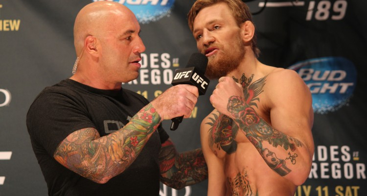 Joe Rogan (L) interviews Conor McGregor (R) (José Youngs/The MMA Corner)