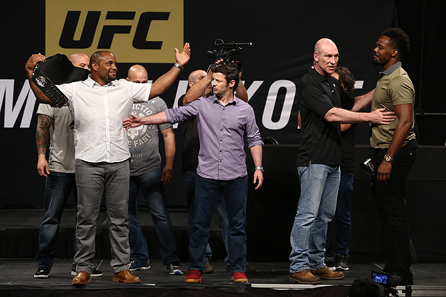 Daniel Cormier (l) and Jon Jones (Dave Mandel/Sherdog)